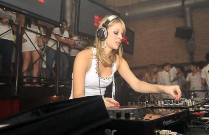 Gata de Balada eletrônica: Quando falo mal de DJ's é zueira, viu, SUA LINDA.!