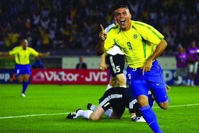 Ronaldo comemora seu primeiro gol na final da Copa de 2002